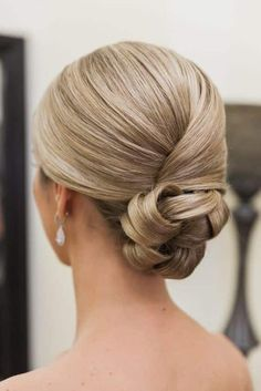Hairstyles updo 47 Elegant Wedding Hair Style Inspiration for Your Wedding Day from messy wedding updo to half up half down + braid hairstyle + Classy and Elegant Wedding Hairstyles Summer Hairstyles, Bun Hairstyles, Classy Updo Hairstyles, Hairstyles 2018, Hairstyle Ideas, Easy Formal Hairstyles, Hairstyle Men, African Hairstyles, Wedding Hair And Makeup