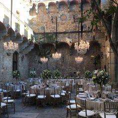 Italian castle courtyard for beautiful wedding reception. Wedding in Tuscany.