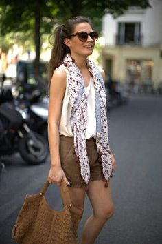 A summer scarf is a great way to add instant originality to your outfit that is based on basics. Summer outfit ideas with scarf Fashion Mode, Love Fashion, Womens Fashion, Fashion Trends, Daily Fashion, Fashion Ideas, Fashion Inspiration, Tourist Outfit, Looks Style