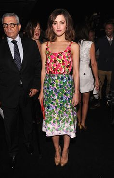 this dress looks like one of those eye tests for color blindness - Marc Jacobs Front Row - Rose Byrne in Marc Jacobs Rose Byrne, Star Fashion, Fashion Outfits, Quirky Fashion, Fashion Face, Sexy Outfits, Marc Jacobs, New York Street Style, Fashion Articles