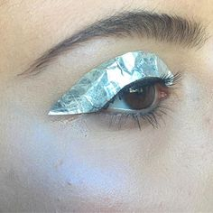 I saw beautiful @atlantip create something similar with clear foil so I decided to take my own spin on it with some aluminum wrap. And it was a bitch to create let me tell you that @lorealmakeup Brow Artist Plumper @zoevacosmetics spring Strobe palette #mua #makeup #makeupartist #featuremedita #featuremuas #eye #eyebrows #editorial #editorialmakeup #foil #foiled #holographic #potd #berlin
