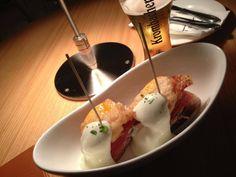 jamon & egg montaditos. 부드러운 알리올리가 기가막힌 튀긴계란과 하몽 몬따디또스. #elplato #seoul #korea #gourmet #spanish #food #tapas