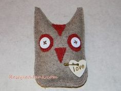 Save your old, ill-fitting sweaters and get inspired to make some Valentine's Day sewing crafts. Using simple felting techniques and a few easy-to-find materials, you can make your Recycled Wool Owl. Art From Recycled Materials, Recycled Paper Crafts, Upcycled Crafts, Felt Crafts, Crafts To Make, Sewing Crafts, Sewing Projects, Diy Crafts, Knitting Patterns Free
