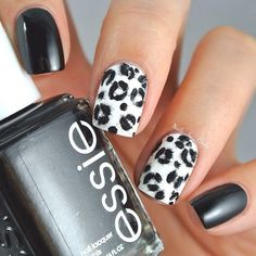 Did you know that Leopard nail art is back in fashion? The once popular print is now creating quite a wave with fashionistas who love to wear this bright art on their nails. Check out some of the cool nail art leopard print designs to try this season! Leopard Nail Art, Leopard Print Nails, Cheetah Nail Designs, Leopard Prints, Classy Nail Designs, Simple Nail Art Designs, Really Cute Nails, Love Nails, Style Nails
