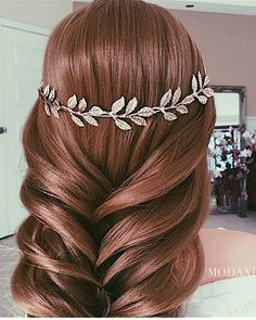 Ulyana Aster Romantic Long Bridal Wedding Hairstyles_17 ❤ See more: http://www.deerpearlflowers.com/romantic-bridal-wedding-hairstyles/
