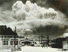 Nagasaki, 20 minutos após a explosão da bomba atômica de 1945.