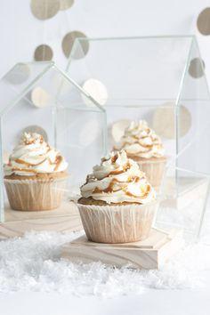 Cinnamon cupcakes with mascarpone frosting & caramel sauce ♥