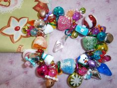 Christmas Bracelet by BeadieBracelet on Etsy. Sooo... cute!! Comes with the bag too!!
