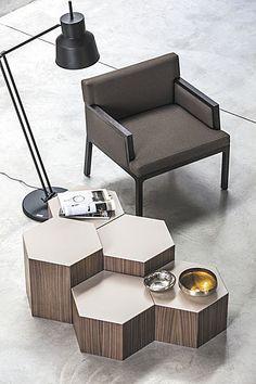 Versatile et flexible, SIX est une table basse multifonctionnelle: une collection de pièces avec des hauteurs différentes, qui permet de nombreuses compositions. Flexible dans les dimensions, mais aussi dans la fonction, car elle peut...