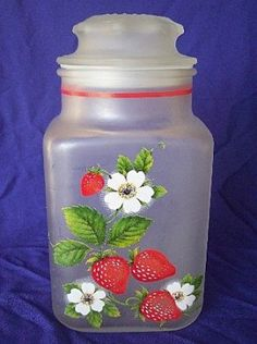 Strawberry Decorated Frosted Anchor Hocking Canister- Reminds me of my Memaw! Strawberry Delight, Strawberry Fields Forever, Strawberry Patch, Strawberry Kitchen, Strawberry Recipes, Red Contrast Color, Strawberry Pictures, Cute Kitchen, Kitchen Stuff