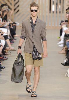 Great hair, nice layering, perfect bag and killer sandals! #resortwear