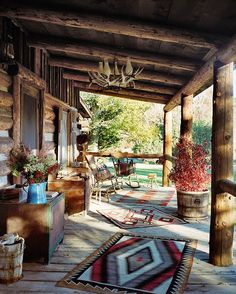 6 cozy cabin decor ideas for a winter getaway. Domino rounds-up cozy cabin inspiration from small cabins in Wisconsin, Missouri, Dunton Hot Springs and Ralph Lauren& Colorado Ranch! For more cottage, cabin and celebrity style go to Domino. Le Colorado, Colorado Ranch, Colorado Houses, Cabin Homes, Log Homes, Style At Home, Cabin Porches, Rustic Porches, Country Front Porches