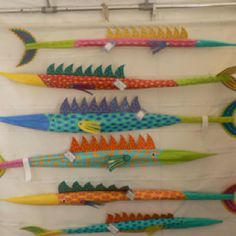 Love, love these fish made from palm fronds...love crafts that make me smile.