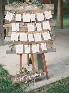 Invitaciones Mi Diseño CR saved to Rotafolios para Boda Wedding Seating Chart & Guest Chats Wedding Signage, Rustic Wedding, Driftwood Wedding, Pallet Wedding, Wedding Reception, Wedding Centerpieces, Wedding Decorations, Wedding Favors, Masquerade Centerpieces