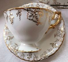 Simply elegant ~ this beautiful vintage pattern in fine English bone china is Vine Gold by Royal Crown Derby. Here we offer a lovely cup and