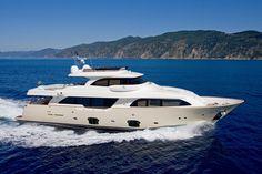 External view Custom Line - Navetta 26 Crescendo #yacht #luxury #ferretti #customline