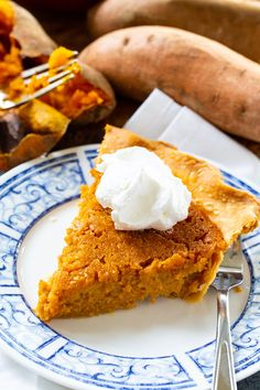 Southern Sweet Potato Pie Sweet Potato Pie Filling, Homemade Sweet Potato Pie, Sweet Potato Dessert, Sweet Potato Pudding, Sweet Potato Curry, Sweet Potato Recipes, Sweet Potato Cookies, Sweet Potato Casserole Southern, Pie Recipes