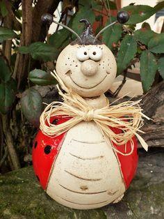 Sie suchen ein Geschenk für einen lieben Freund oder Freundin, oder möchten sich selbst mal eine Freude machen? Dann kaufen Sie ein handgemachtes Unikat aus meiner Keramikwerkstatt. Etwas, das... Clay Crafts, Paper Crafts, Concrete Projects, Ladybug, Cement, Art Deco, Pottery, Vase, Christmas Ornaments