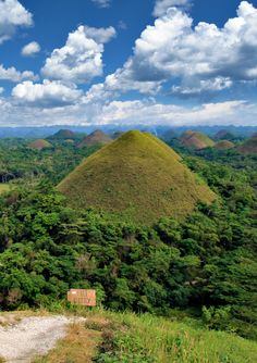 Chocolate Hills in Bohol | 20 Photos of the Philippines that will make you want to pack your bags and travel © Sabrina Iovino | JustOneWayTicket.com