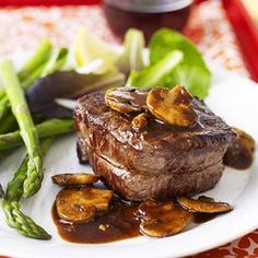 Filet with Mushroom Sauce The Best Filet Mignon Recipes So Easy New York Strip Steak Dinners Full-of-Flavor Pan Fried Steaks Marinated Steak Recipes Romantic Valentine's Day Dishes Meat Recipes, Cooking Recipes, What's Cooking, Diabetic Recipes, Sauce Recipes, Yummy Recipes, Healthy Family Dinners, Mushroom Sauce, Mushroom Gravy