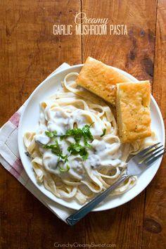 Creamy Garlic Mushroom Pasta - easy weeknight dinner idea in just 30 minutes!