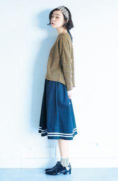 ロジーズ すそラインのフレアースカート:ネイビー | フェリシモ