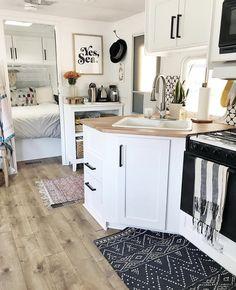 New Kitchen Cabinets, Kitchen Paint, Kitchen Countertops, Kitchen Decor, Kitchen Ideas, Condo Kitchen, 10x10 Kitchen, Kitchen Layout, Diy Kitchen