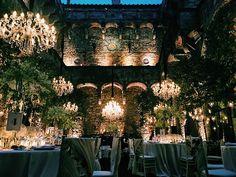 Unforgettable night in Florence. Castle wedding @vincigliata for Roman and Emma. Design @exclusiveitalyweddings florals @tuscanyflowers lighting @almaproject catering @elisa_puccioni_galateo #florence #weddingintuscany #picoftheday #instawedding #castlewedding #destinationwedding #enchantedgarden #vincigliata #weddinginspiration #floraldecor #vsco