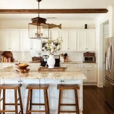 White kitchen is never a wrong idea. Elegant White Kitchen Design Ideas for Modern Home Modern Farmhouse Kitchens, Farmhouse Style Kitchen, Home Decor Kitchen, New Kitchen, Home Kitchens, Kitchen Dining, Kitchen Ideas, Kitchen Designs, Pottery Barn Kitchen