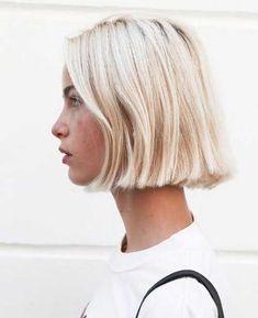 Coiffures modernes blondes courtes pile dames