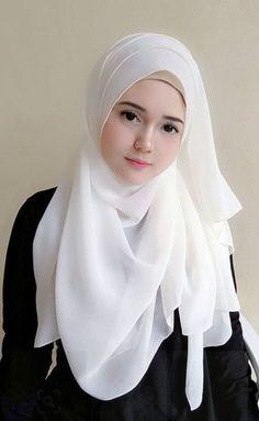 yo ga's media content and analytics Beautiful Hijab Girl, Beautiful Muslim Women, Beautiful Girl Photo, Beautiful Asian Girls, Arab Girls Hijab, Muslim Girls, Beauté Blonde, Muslim Women Fashion, Muslim Beauty