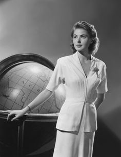 """Ingrid Bergman: Hollywood-Classy Lady in """"Casablanca"""". Golden Age Of Hollywood, Vintage Hollywood, Hollywood Glamour, Hollywood Stars, Hollywood Actresses, Classic Hollywood, Actors & Actresses, Planet Hollywood, Hollywood Icons"""
