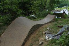 Directional roller after speed jump Mtb Trails, Park Trails, Mountain Bike Trails, Dirt Bike Track, Bmx Dirt, Mtb Bike, Bmx Bikes, Jump Park, Parks
