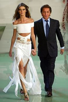 Valentino Spring 2003 Ready-to-Wear Fashion Show - Valentino Garavani with Gisele B¿ndchen
