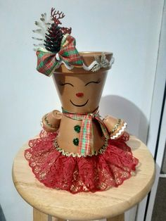 Easy Christmas Crafts, Simple Christmas, Flower Pot People, Clay People, Clay Pot Crafts, Flower Pots, Flowers, Gingerbread Men, Painted Pots