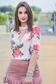 Neck and sleeves design Moda Outfits, Cute Outfits, Blouse Styles, Blouse Designs, Sewing Blouses, Office Fashion, Sleeve Designs, Trends, Clothes For Women