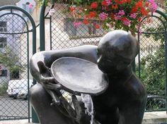 De+cette+statue+j'ai+aimé+:+...+l'air+à+la+fois+pataud+et+attentionné.+Délicat.  (perdue+dans+mes+pensées,+hélas,+je+n'ai+rien+noté+:+ni+le+lieu,+ni+le+nom+du+sculpteur,+ni+le+titre,+s'il+y+en+avait,+non+rien+;+reste+la+date)  [samedi+13+septembre+2008,+en+banlieue+sud,+loin]+|+gilda_f