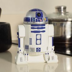 Let help you keep an eye on your cooking with this Official Star Wars Kitchen Timer. Never burn those cookies again. No more over-cooked pasta. This droid has your back. This 60 minute Egg Timer/ Kitchen Timer looks X Wing Fighter, Hammacher Schlemmer, Chewbacca, Objet Star Wars, Cocina Star Wars, Star Wars Lampe, Star Wars R2d2, Cadeau Star Wars, Star Wars Kitchen
