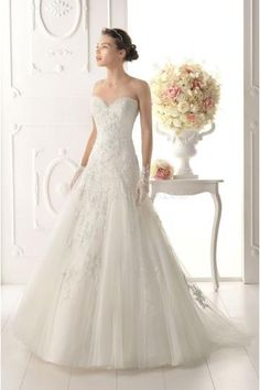 Elegant Sweetheart Tulle Applique Bridal Wedding Dresses