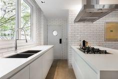 Projeto Alonso Mármores - PM arquitetura Dez/2014 - Cozinha em EmporioStone Super White #PiaCozinha #BancadaCozinha #BalcaoCozinha #CozinhaComIlha #IlhaCentral #EmporioStone Super White