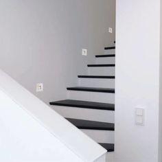 Led seinävalaisimet ovat epäsuoraan valaistukseen - huomaamaton ja tyylikäs. Ne luovat tyylikkään ja miellyttävän valaistuksen aksentteja portaisiin. Lisäksi ne takaavat turvallisuuden portaiden ja askelmien valaisuun. Led, Stairs, Home Decor, Stairway, Decoration Home, Room Decor, Staircases, Home Interior Design, Ladders