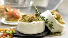 Warmer, aromatischer Käse mit mediterranem Gemüse: Gratinierter Ziegenkäse mit Gemüse und Rucola | http://eatsmarter.de/rezepte/gratinierter-ziegenkaese