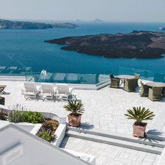 Bucket List: See the sunset in Oia, Santorini, Greece • The Overseas Escape