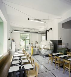 Disco Volante in Vienna was designed by Lukas Galehr, who turned the heart of this pizzeria into a giant Disco Ball Pizza Oven. Ikea Stockholm, Italo Disco, Disco Pizza, Cafe Restaurant, Restaurant Design, Restaurant Ideas, Wabi Sabi, Four A Pizza, Pizza Pizza
