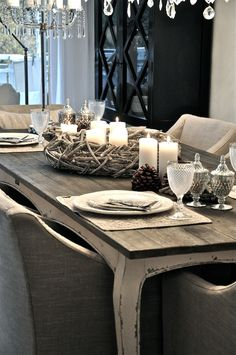 Dining room. (Wreath centerpiece with candles)