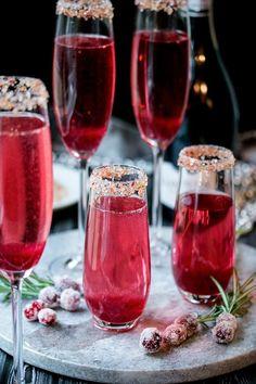 Cranberry Ginger Sparkling Holiday Cocktail #cocktaildrinks
