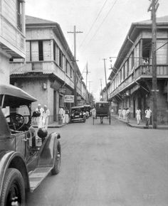 Real and General Luna Street intersection within the walled city of Intramuros, Manila, Philippines, 1927 Filipino Architecture, Philippine Architecture, Philippines Culture, Manila Philippines, Fort Santiago, Philippine Holidays, The Spanish American War, Jeepney, Intramuros