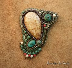 Bead embroidered brooch - Palmwood and turquoise