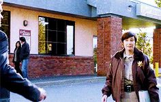 [GIF]Sam and Jody hug - 9.08 --- This is so sweet!!! Jody is family! She's like.... Sam and Dean's aunt or something