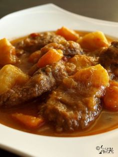 Gulas de Vita Beef Recipes, Cooking Recipes, Healthy Recipes, Simple Recipes, European Dishes, Bread Soup, Hungarian Recipes, Romanian Recipes, Romanian Desserts